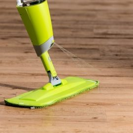 mop na podlahu s rozprasovacom